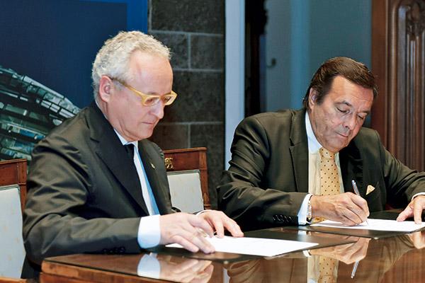 Vertragsunterzeichnung: Dr. Maurizio Casasco, Präsident des italienischen Mittelstandverbandes (CONFAPI), und BVMW-Präsident Mario Ohoven.